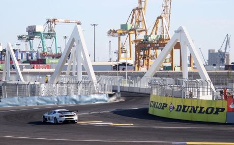 Swing-bridge_Valencia_Street_Circuit